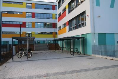 Eingangsbereich der sanierten Förderschule 'Pestalozzi' ©Foto: Gauert