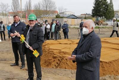 v.r.n.l.: Landrat Jürgen Dannenberg, Schulleiter Torsten Kunze und Bürgermeister Enrico Schilling