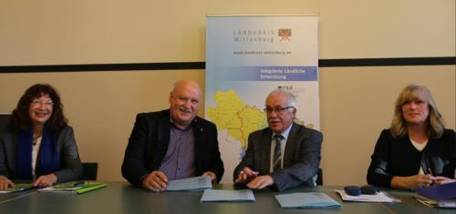 Vertragsunterzeichnung mit Landrat Herrn Jürgen Dannenberg und Geschäftsführer Herrn Josef Bühler