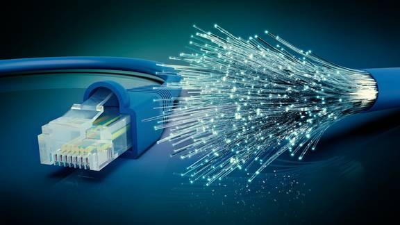 Netzwerkkabel und Glasfaserkabel (226315114)