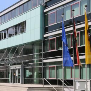Haupteingang Verwaltungsgebäude Kreisverwaltung Wittenberg - Foto Ronald Gauert [(c) Ronald Gauert]